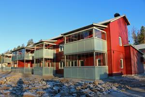 Här är de nya husen med inglasade balkonger i Järbo.