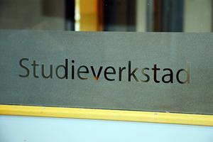 Studieverkstaden ligger i Skogstorpsskolan och finns för dem som behöver extra hjälp i sitt skolarbete.