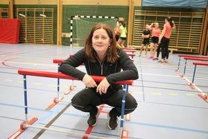 Monika Karlsson fick stipendium av Lions Askersund för ett mångårigt ledarskap och för sitt engagemang inom ungdomsidrotten.