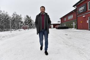 Det finns goda skäl för såväl klubben som spelarna att inte skriva för långa kontrakt just nu, förklarar Peter Iversen.