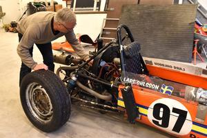 Det krävs ingen ingenjör för att underhålla bilen. Tvärtom är inte Lars mycket för att meka i motorutrymmet och ändå har det gått bra.