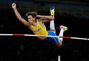 Armand Duplantis slog nytt juniorvärldsrekord under söndagen.