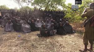 Den 12 maj 2014 släppte Boko Haram en film på de skolflickor som de kidnappade i en räd mot staden Chibok en knapp månad tidigare. Foto: AP