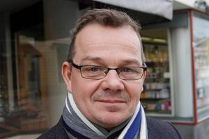 Pär Löfstrand (L) hävdar att felet var att Daniel Kindberg aldrig skulle ha rekryterats till vd i bostadsbolaget.