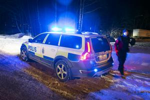 Flera polispatruller kallades till Nacksta och delar av Axvägen stängdes av i samband med en kontroll av ett fordon.