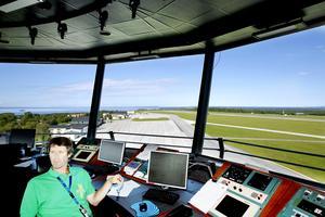 Flygplatsen på Frösön berörs i den utredning som Luftfartsverket nu gjort klar. När den kommer upp i regering och riksdag är oklart. På bilden Rolf Svensson .