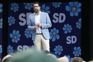 Visst vore det smidigast av Centerpartiet och Liberalerna att rösta ja till Ulf Kristersson, och på det sättet syna om Jimmie Åkesson bluffar. Men risken är uppenbar att Moderaterna och Kristdemokraterna är beredda att låta en Alliansregering göra stora eftergifter till Sverigedemokraterna. Det är därför lätt att förstå att Centerpartiet och Liberalerna tvekar.