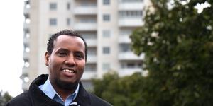 Busschauffören och poddaren Abdullahi Abukar behåller sitt starka engagemang för Vivalla. –Jag känner att jag har ett ansvar!