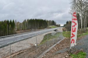 Den nya vägen mellan Sunneränga och Marbäck är klar. På fredag invigs den nya, efterlängtade vägsträckan.