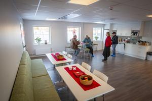 Kök och matplatser i personalbyggnaden, som går under namnet Björkhamre.