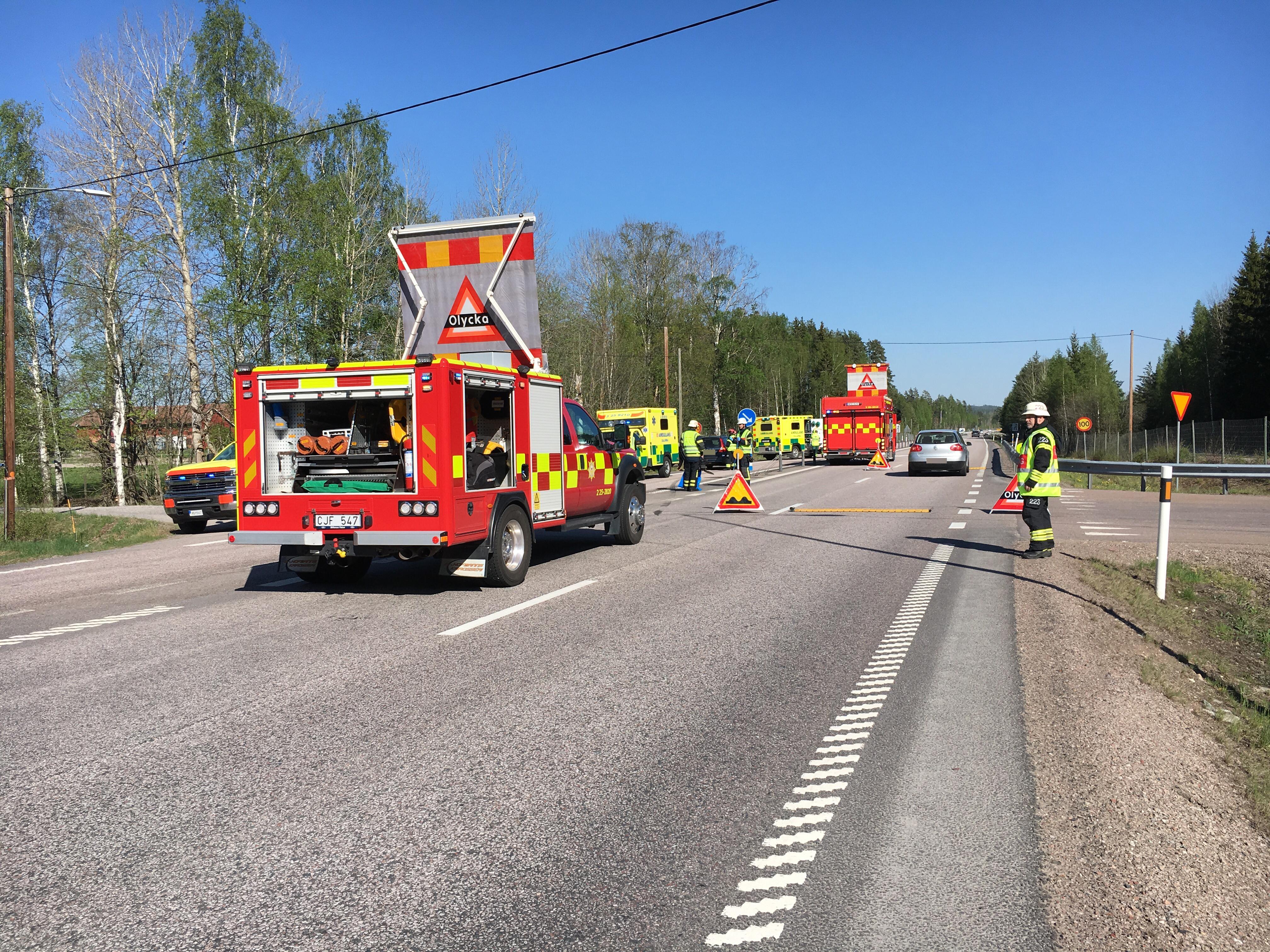 Olycka med tva personbilar inblandade pa e16