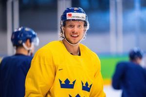 I år har Jacob de la Rose debuterat i Tre Kronor under Hockey-VM och slutligen blev det också ett guld för 23-åringen på hans födelsedan.