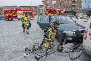 En fingerad olycka på Stortorget illustrerade hur blåljusmyndigheter arbetar tillsammans.