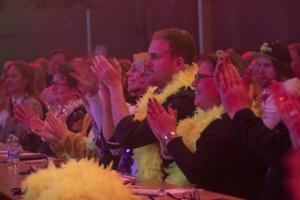 Jurymedlemmarna fick klyva sina hår för att utse en vinnare bland de 14 bidragen.
