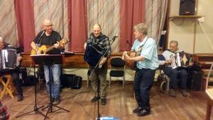 Nu gör man uppehåll i de populära musikkvällarna på GT-gården i Jättendal. Bilden är från förra året då bland annat Kjell, Karl-Erik och Johnny spelade.