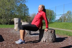 Lättare variant. Placera fötterna närmre din kropp. En 90-graders vinkel brukar vara lagom.