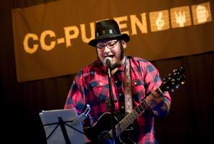 Musik har alltid varit en stor del av Jimmy Nordins liv. Här vid en spelning på CC-puben 2011.