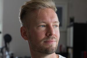 Strålbehandlingen gör att Anders lider av hjärntrötthet och vissa dagar kan han inte ta sig ur sängen.  Att jobba halvtid är en förutsättning för att han ska orka, och ha tid att leva.