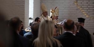Patriark Ignatius Youssef III Younan invigde den nyrenoverade syriansk-katolska kyrkan S:t Assia på Östergatan i Södertälje.