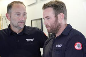 Räddningsledare Robert Strid och operative chefen Hans Nornholm, är positiva till det fortsatta arbetet – och tacksamma till alla som deltar i släckningsarbetet.