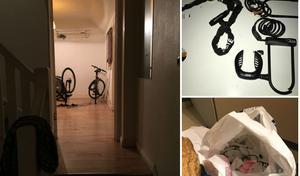 Det första som mötte poliserna som gick in i huset var cyklar i ett rum bortom hallen. På en altan hittades även påsar med klippta lås och larmbrickor. Foto: Polisen
