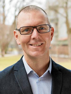 Tobias Åsell, tillförordnad direktör för Västerås vård och omsorg, säger att verksamheten vid Hälleborg behövde effektiviseras när ersättningen minskade.