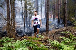 """Kan drabbas. """"Vi är själva skogsägare och vill hjälpa till att för- hindra branden"""", säger Fredrik Åstrand."""