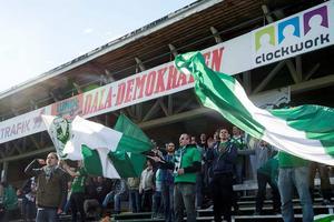 Serik Fans kraftsamlade inför den första seriematchen mellan Brage och Dalkurd. Bild: Mikael Forslund