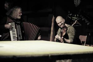 Lasse Feltblad och Görgen Antonsson med flera är musiker i