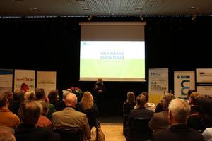 Många inom näringslivet var samlade i Gävle konserthus för att delta i Exportdagen. Anna Hallberg gjorde ett stopp för att tala.