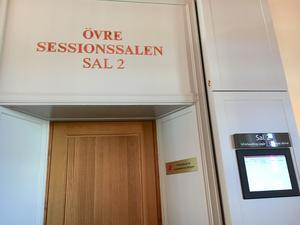 Bakom denna dörr på hovrätten i Sundsvall hålls rättegången om mordet på Tova Moberg.