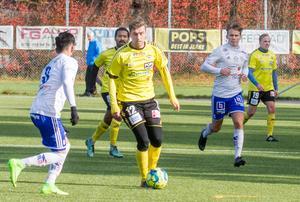 Hur många mål ska Rio Babovic göra i säsongens sista match? Om Södra kan göra tre mål har laget producerat 100 mål i säsongens 25 tävlingsmatcher.