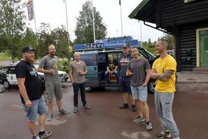 Carbage run Deutschland 2019, med några av de många deltagarna vid ett kort stopp i Älvdalen på jakt  lyxbilar och surströming.