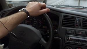 """Körde på man med sin bil – nu åtalas 30-åring: """"Kände att han ville döda mig"""""""