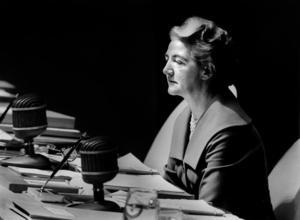 Sveriges FN-ambassadör Agda Rössel tjänstgör som president i FN:s generalförsamling i New Tork 1959. Foto: AP /  SCANPIX