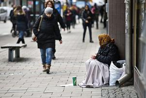 Tiggarna i Västerås verkar ha försvunnit. 2015, när denna bild togs, fick en del tiggare nöja sig med sämre platser längs husväggar.