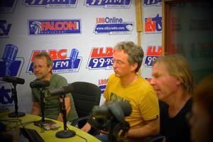 Det blev också några radiointervjuer under veckan i Liberia som den lokala sångaren Ernie Bruce hade ordnat. Foto: Privat.