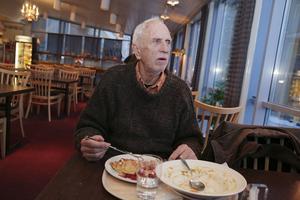 """Matgästen Jan Nordfeldt tycker det är väldigt tråkigt att restaurangen ska stänga. """"Maten är väldigt god, och man vet alltid vad man får""""."""