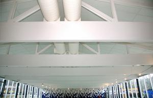 Innertaket över stora bassängen. Bjälkarna målades i vitt. Bild från 29 november 2007.