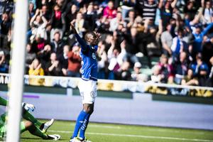 Pa Dibba jublar efter sitt 1–0-mål i derbyt.