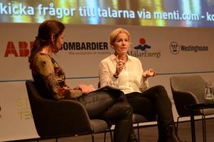 Susanna Campbell, från Kinneviks och Northvolts styrelser, intervjuas av moderatorn Mia Odabas på energikonferensen. Foto: Elin Parment, HUB2019