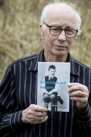Alla minnena från uppväxten på institution har landat i en bok. Lennart Petterssons egen berättelse: Framtiden och hoppet.