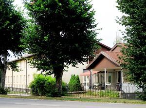 Laxå kommun sålde Tivedsgården för 100 000 kr och hyrde den sedan för 175 000 i månaden.