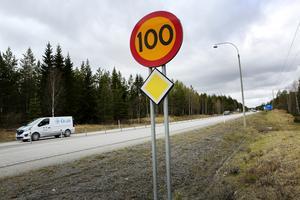 Olycksstatistiken på vägarna under 2018 är en dyster läsning. Nu vill Trafikverket sänka hastigheterna på flera trafiktäta sträckor i länet.