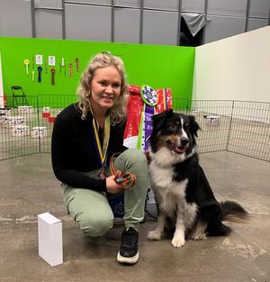 Sanna Lindskog tillsammans med australian shepard-hunden Vilja lyckades riktigt bra i tävlingen Nose Work i Göteborg.
