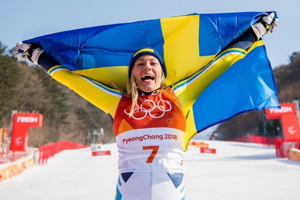 Frida Hansdotter guldvrålade efter att ha tagit hem slalomen med fem hundradelars marginal. Sånär blev det två svenskar på pallen, men Anna Swenn-Larsson tappade för mycket i sista åket och blev femma. Foto: Joel Marklund (Bildbyrån).