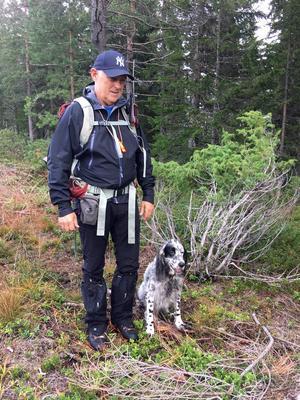 Jägaren Thomas Tängerfors är en av de jägare som drabbats av beslutet om avlyst småviltsjakt. Foto: Privat