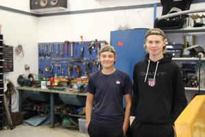 Joel Uhr och Gustaf Westerlund spenderar mycket tid i sina garage.