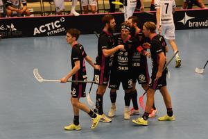 IBF Falun firar sitt ledningsmål till 2–1.