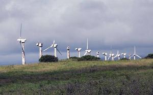 En uttjänt och rostig vindkraftspark. Foto: Insändarskribenten.